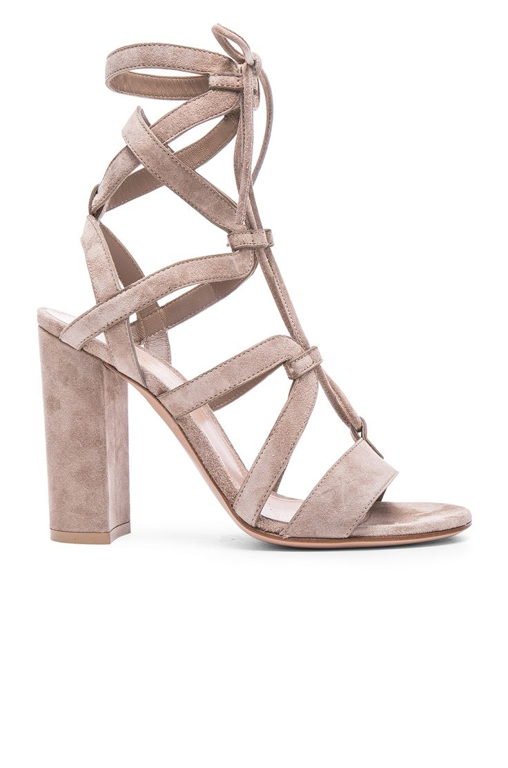 Going on vacation? Take these heels with you!