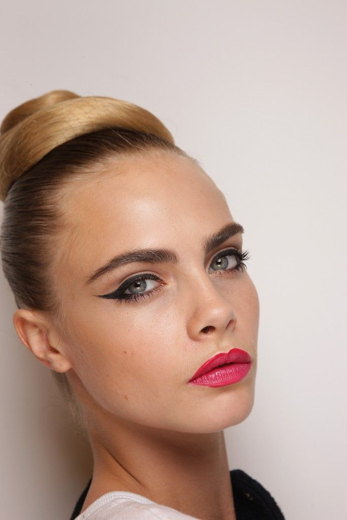'Seventies' Beauty at Issa London: Makeup Trends, Wedding Hair, Cat Eye, Fashion Week, Delevingne Face, Pink Lips, Hair Makeup, Wedding Makeup, Vintage Inspiration