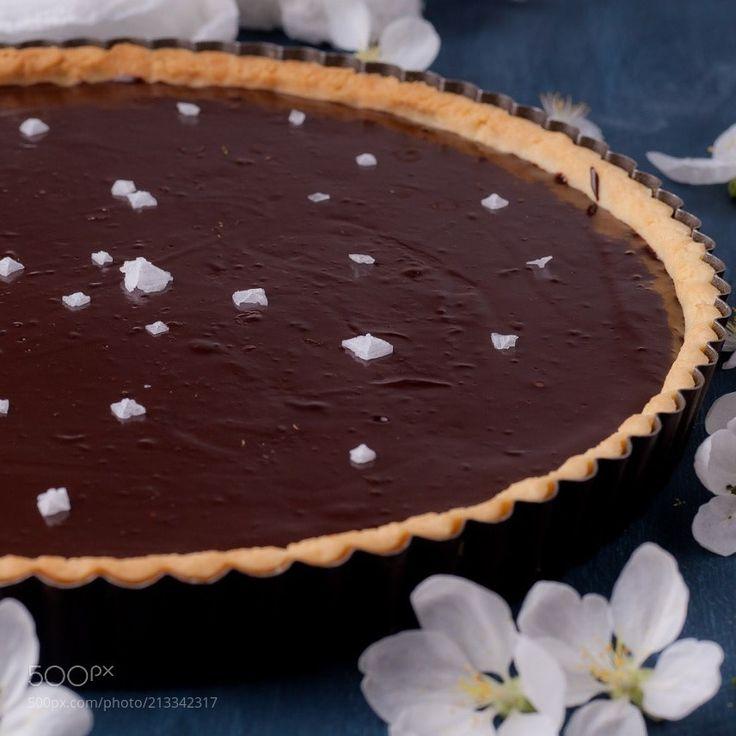 Шоколадный тарт с соленой карамелью by legat from http://500px.com/photo/213342317 - . More on dokonow.com.