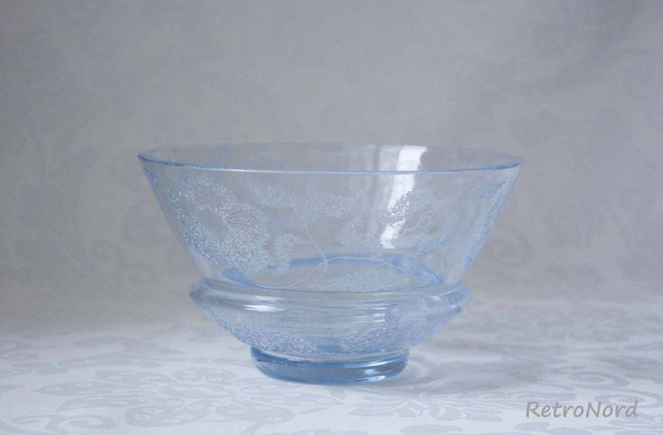 Голубая винтажная ваза