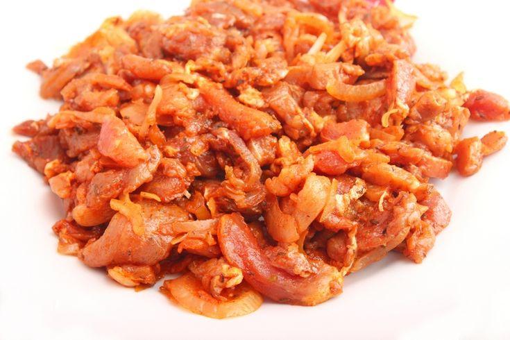 Gyros is een Grieks gerecht van varkensvlees. Je kunt heel makkelijk zelf gyros maken en het lekkerste is natuurlijk dat je dan ook zelf de gyroskruiden maakt. Het lekkerste is om de kruiden te mengen en fijn te makenin de vijzel, maar eventueel kan het ook met behulp van een keukenmachine. Gyroskruiden recept 1 theelepel …