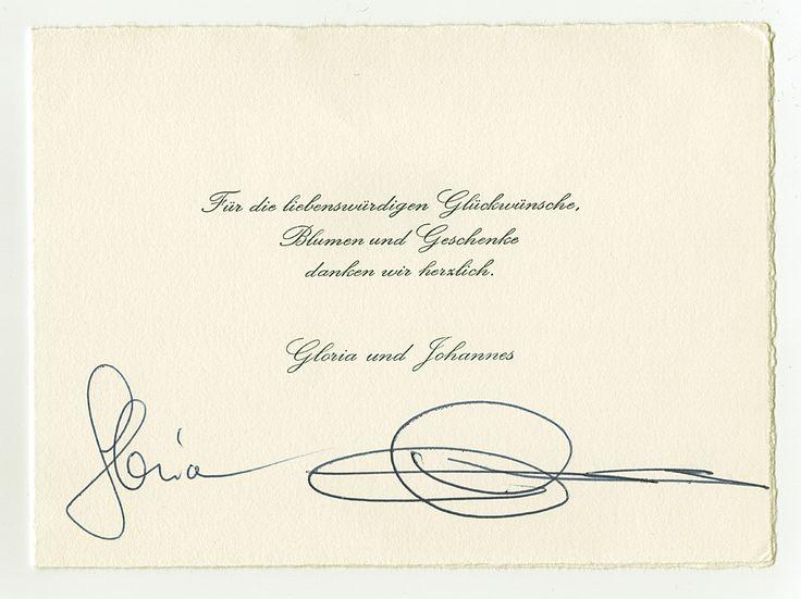Original Autogramme einer Dankkarte zur Hochzeitsfeier von Fürstin Gloria & Fürst Johannes von Thurn und Taxis zu Regensburg - 1980 - 13 x 18 cm     -    Ammerkung: Johannes von Thurn und Taxis (* 5. Juni 1926 auf Schloss Höfling bei Regensburg; † 14. Dezember 1990 in München-Großhadern) war ein deutscher Unternehmer und ab 1982 das 11. Oberhaupt der Familie von T. &. T., sein vollständige Name lautete Johannes Baptista de Jesus Maria Louis Miguel Friedrich Bonifazius Lamoral Prinz von T…