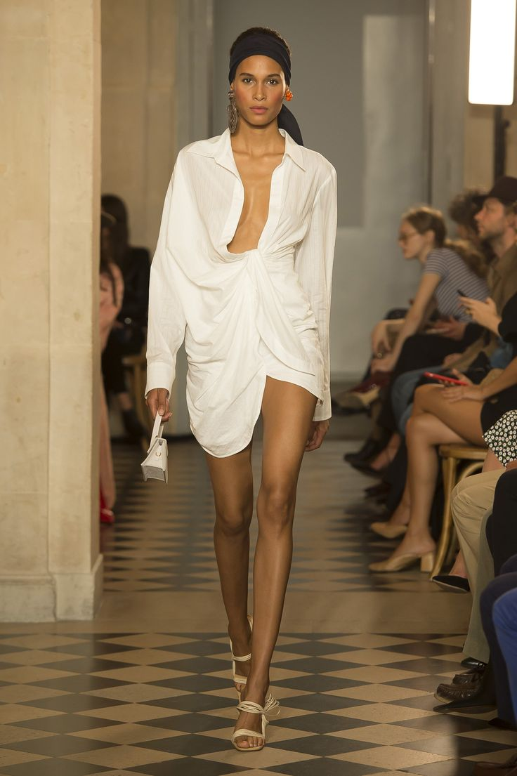 https://www.vogue.com/fashion-shows/spring-2018-ready-to-wear/jacquemus/slideshow/collection