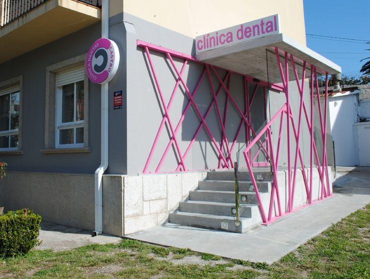 Clinica Dental Dra Castro Entrada mediante entramado de acero estructural