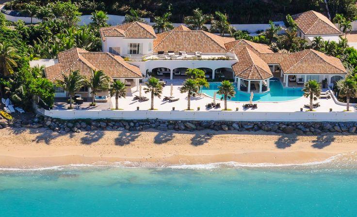 Petit Plage 4 is een 5 slaapkamer suite luxe vakantievilla met zwembad te Grand Case, St. Maarten. De villa biedt veel privacy aan de rand van de zee.