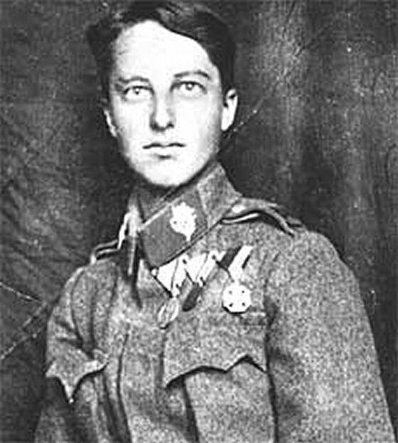 Mia madre si era innamorata di quel soldatino e a sedici anni se l'era sposato.