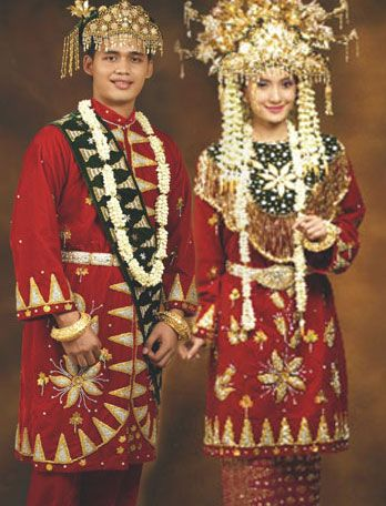 """Indonesian bride and groom, wearing the traditional """"Betawi"""" costume, from the Jakarta area. The """"Betawi"""" people were the indigenous people inhabiting the Jakarta area."""