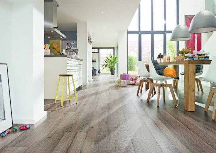 L'installationd'un parquet flottant à la maison offre de nombreux avantages. Ce type de parquet est composé de trois couches de bois distinctes. La couche supérieure est en bois noble qui rappelle le bois d'un parquet massif.