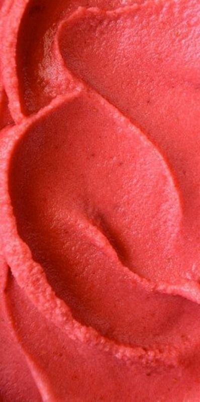 Strawberry Frozen Yogurt - just 4 ingredients and 5 minutes and you'll have a healthy and delicious creamy treat. No ice cream machine needed!