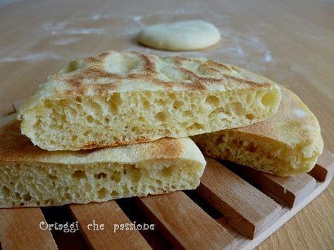 Non so se questi panini in padella si possono chiamare pane arabo. Una cosa è certa: sono buonissimi, si preparano in fretta e richiedono poco tempo di liev