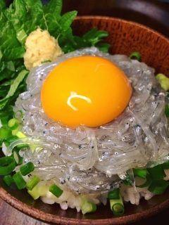 江ノ島にある磯料理 きむらで久しぶりの生しらす丼ランチ 美味いね相変わらず()/年末も今日で終わり年越し蕎麦を買って帰ります(ˊᗜˋ)و  生しらす丼食べるならココ一回来てみてくださいオススメです(  ) tags[神奈川県]