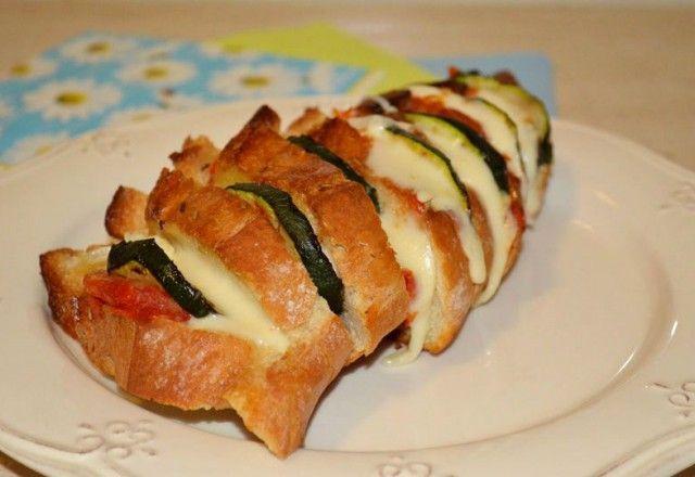 Sănătos nu echivalează cu gustos, în viziunea multora - http://farfuridi.ro/bagheta-gratinata-umpluta-cu-legume-si-branza/