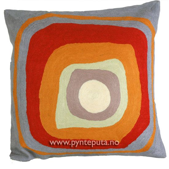"""Pyntepute """"Ellipse 1"""". Det abstrakte uttrykket, og de friske fargene skaper en spennende detalj i interiøret ditt. Putetrekket er brodert i ull og mange lekre farger, blant annet lys blågrå, oransje, rød, lys dempet mintgrønn, grå og hvit. Fra nettbutikken www.pynteputa.no. #pyntepute #pynteputer #sofaputer #kandinsky #farger"""
