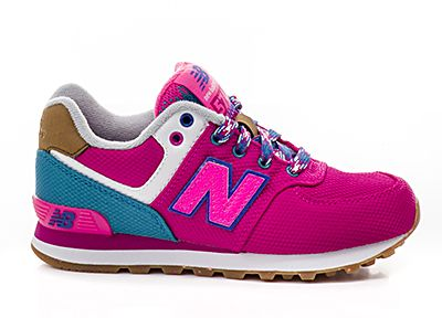Dit zijn onze stoere New Balance schoenen voor meisjes met mooie, opvallende kleuren. Meer kleurcombinaties kan je bekijken op onze website of in onze winkel!