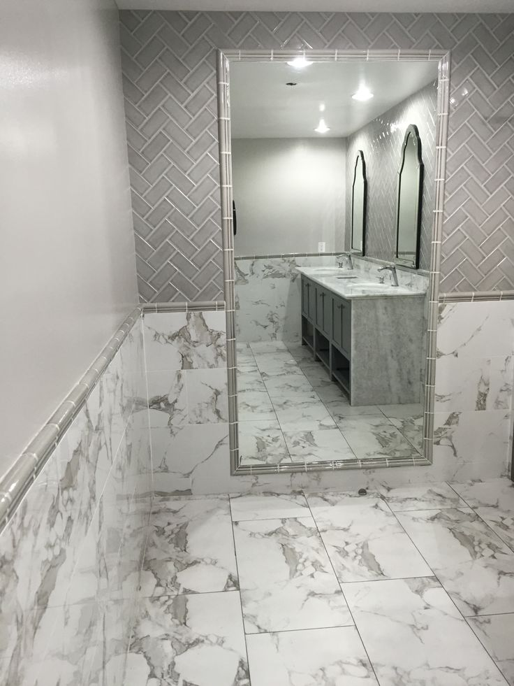 Beautiful Trend Alert U003d White Marble Looks! Nothing Says Timeless Elegance Like The  Look Of White Marble. With Its Stunning Whites And Dramatic Gray Veining,  ...