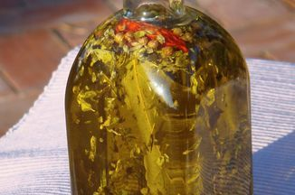 The Sicilian herbs are quite different from the Tuscan herbs - they use red chilli, oregano and lemon thyme which grow in the hot climate of the South. This Olive Oil is great on pizzas, tomatoes, just by itself on cooked pasta or on a piece of toasted bread. As lemons grow everywhere in Sicily, I also added some lemon zest.