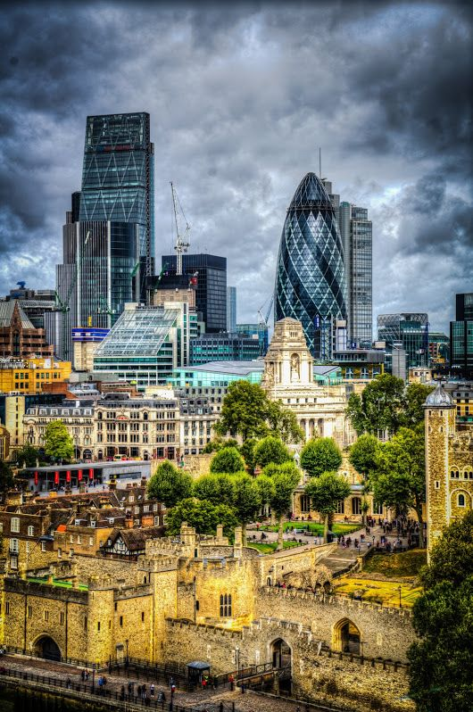 """The """"pickle"""" and The tower of London. #gurkin #BTPCityscapePro – +BTP Citysca..."""