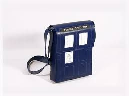 TARDIS BAG OMG I NEED THIS SO MUCH ITS SO BEAUTIFUL OMG!!!