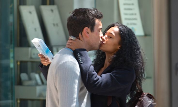 Besos y más besos! Mario Casas y Berta Vázquez están locos el uno ...