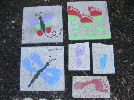 Une collection de l'empreinte peint tremplins.