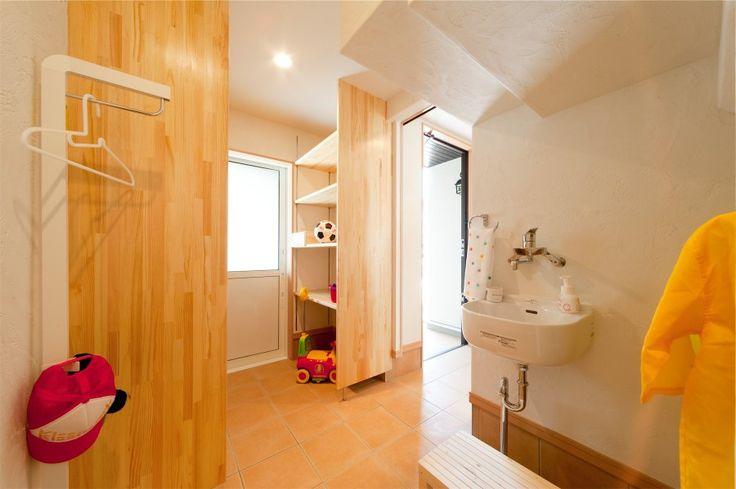 玄関収納 @ 子育てすくすくプロジェクト モデルハウス / みどりと風工房 施工実例