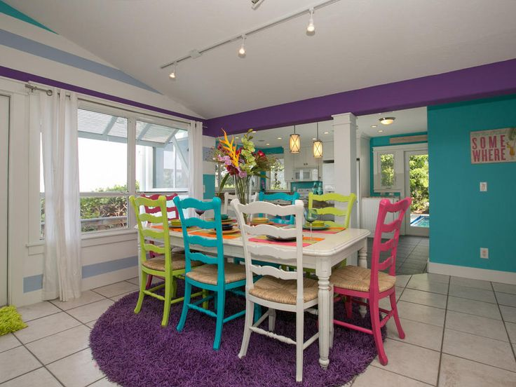 Cook something delicious for the whole family in our modern kitchen and dining area at Limefish. Look at oceans views whilst at the dinner table at this Anna Maria Island villa.