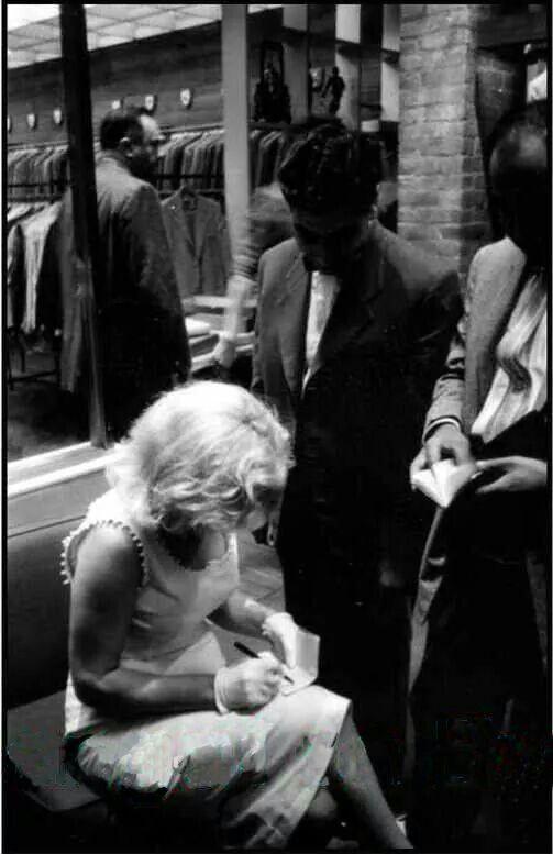 Marilyn Monroe in New York City. Photo by Sam Shaw, 1957.