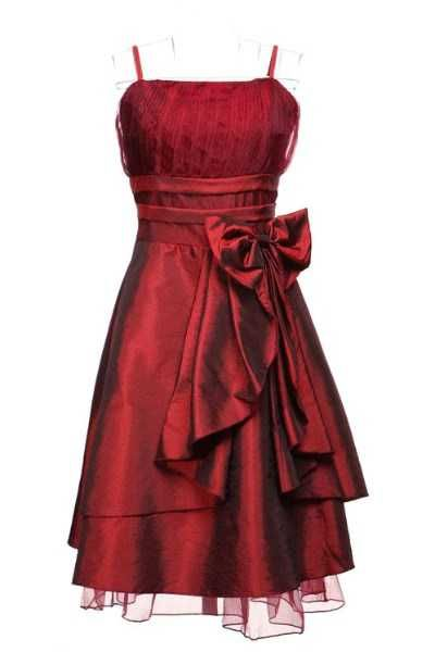 Red Taffeta Prom / Party Dress NZD$69.99    This charming cocktail dress is made in a deep, shimmering red. It is decorated by a distinctive open-layer effect at the front.       * Elastic back for a perfect fit    * Top taffeta layer and satin underlayer    * Includes spaghetti straps (not detachable)       Materials: taffeta, satin and organza          Measurements:   Bust: 84cm - 96cm    Waist: 70cm - 80cm    Hips: free to 105cm    Length from highest to lowest point, excluding straps…