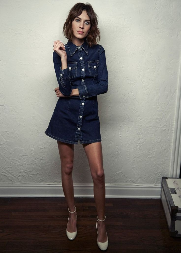 Alexa_Chung-AG_Jeans-Collection-Editorial-Inspiration-Blue_Denim-12