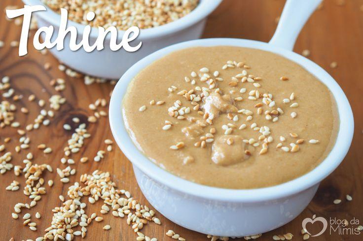 Faz tempo que queria fazer essa receita em casa e coloquei a mão na massa! O Tahine é uma pasta de gergelim 100% que é muito utilizado na culinária árabe. Eu já passei uma receita que adoro de past…