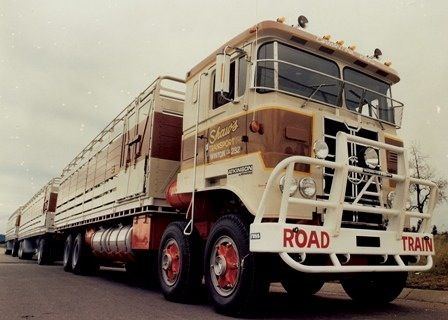 Atkinson Roadtrain.. Did these trucks used to have roaring GM Detroits in them? That's how I always remembered them..
