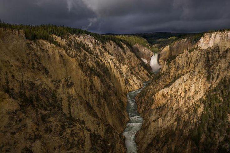 Yellowstone'daki Büyük Kanyon