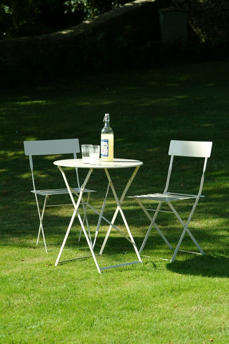Metal bistro set of table & 2 Chairs in Clay at Garden Trading