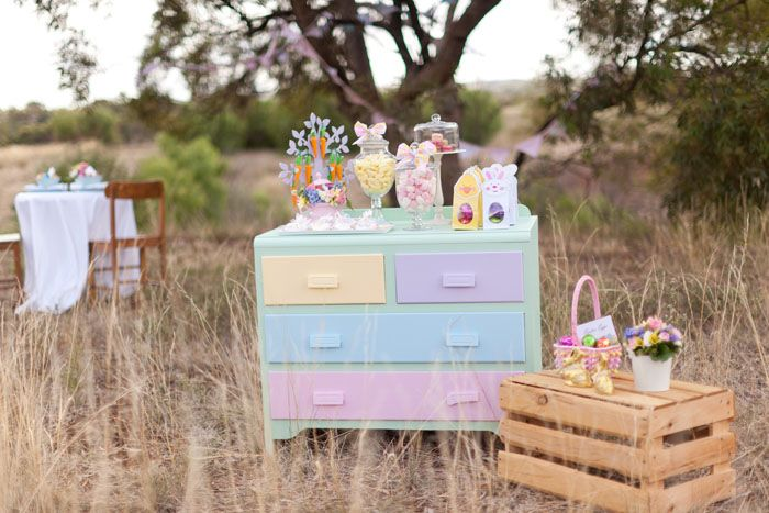 Beautyful easter table! Styling: Style & Grace Weddings - Cookies: Sugar Pearl cookies - Flowers: Bella In Bloom - Stationery: Quick Creations - via Amy Atlas