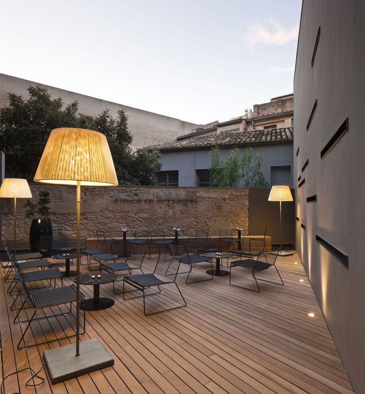 great lounge space :: love outdoor lamps