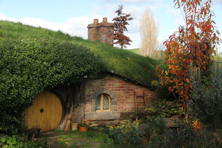 a hobbit house • Hobbiton movie set at a private farmland near