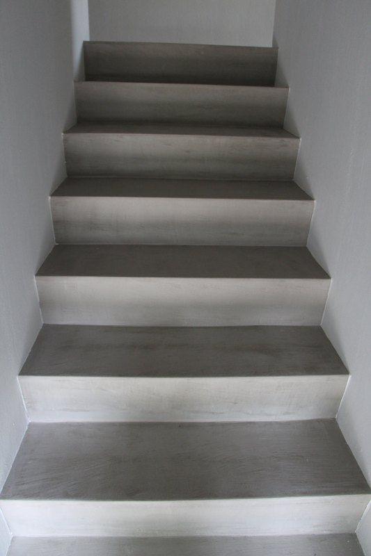 Escaliers mortex marche et contre marche de couleurs différentes, une tonalité en plus