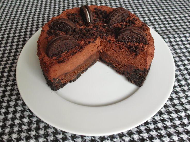 Ja nie som zrovna fanúšik hyperčokoládových koláčov. Väčšinou ich pečiem pre druhých na ich želanie. Táto čokoládová tortička ma ale ÚP...