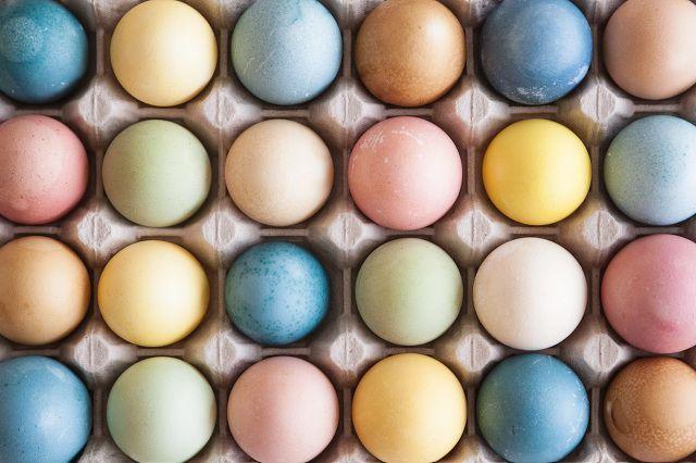 Пасхальный декор. Натуральные красители для яиц. Синие, зеленые, красные и желтые оттенки, 100% органические и безопасные.