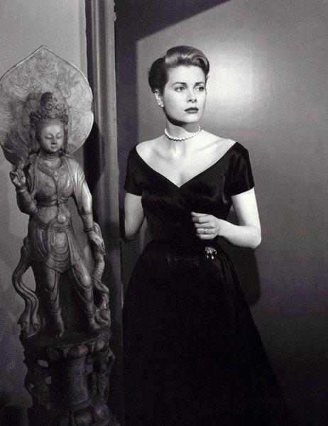 """Grace Kelly, Attrice 20 luglio - Favorite La ragazza di campagna immagine promozionale, e perché ho sempre amato questa immagine, anche se non sono sicuro che è un funzionario che amo la statua e l'espressione di Grace (questa scena nel film è """"promo"""". molto emotivo)...."""