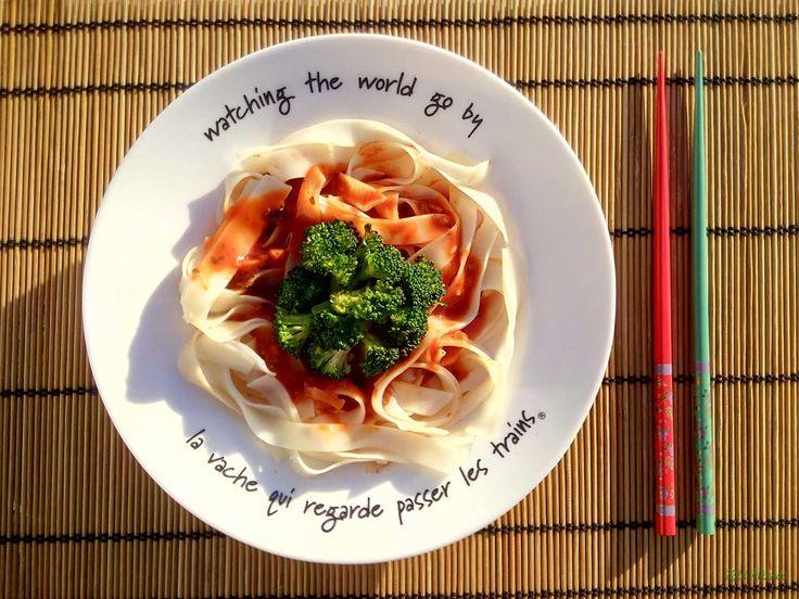 Pikk-pakk kész Paradicsomos rizstészta stir fry brokkolival (gluténmentes, laktózmentes, tojásmentes, vegán) / Recept / rizstészta, paradicsompüré, brokkoli, fokhagyma, balzsamecet