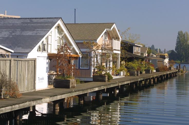 93 best images about floating homes on pinterest lakes hamburg and floating homes. Black Bedroom Furniture Sets. Home Design Ideas