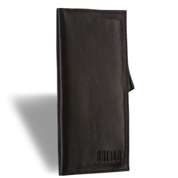 Портмоне slim-формата BRIALDI Fermo (Фермо) black     Это изделие сочетает в себе сразу две вещи, необходимые современному человеку: бумажник и чехол для телефона. Вы можете положить в него свой iPhone, немного наличности, пару пластиковых карт, металлические монеты и надёжно закрыть на скрытые магниты. Внутри: четыре отделения для пластиковых карт, два отделения для купюр или iPhone + купюры по вашему выбору (вмещает iPhone 4/4s/5/5s/6/6s), карман на молнии для мелких денег. Купюрница…