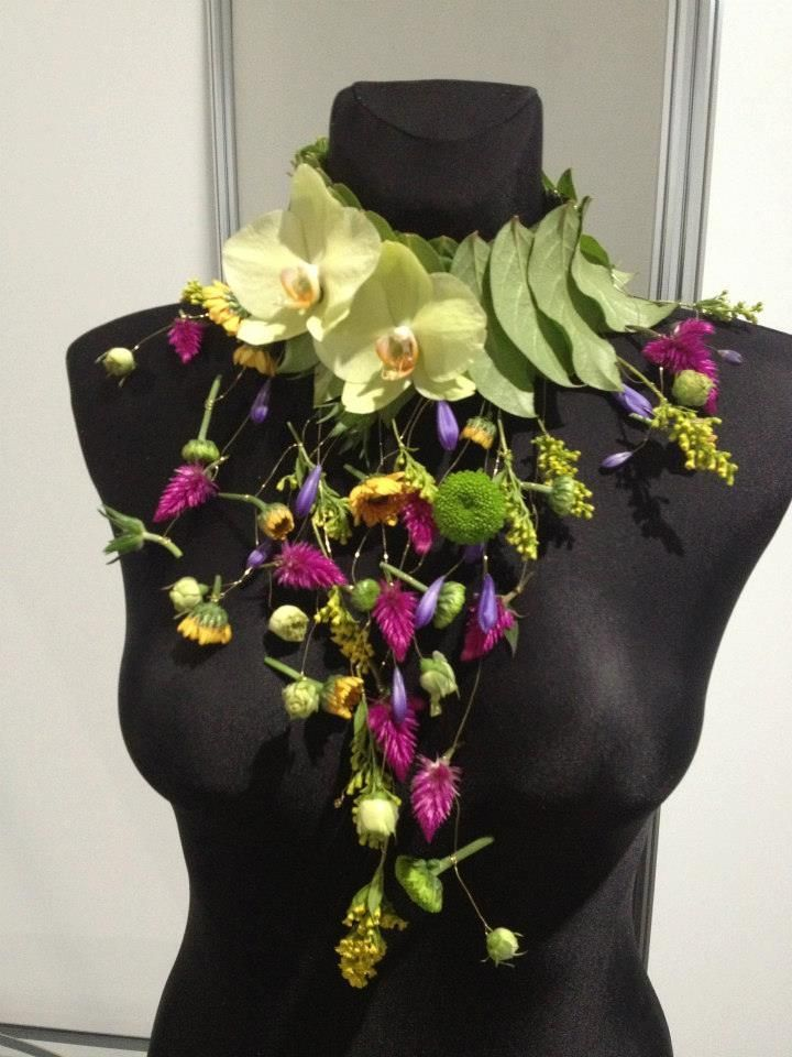 Centerpiece Floral Couture www.tablescapesbydesign.com https://www.facebook.com/pages/Tablescapes-By-Design/129811416695