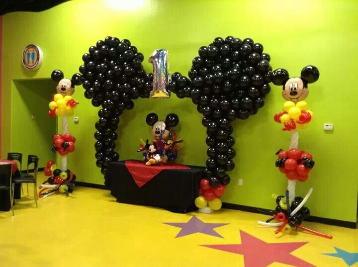 Mickey balloon decor we can do these ideas for you for Deco mickey