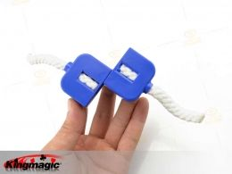 Questo giocattolo magico di ripristino rotto corda è sorprendente e attraente. Una corda all'interno della macchina di taglio, spingere la s...