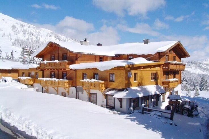 Hledáte pro svoji dovolenou tradiční rakouský styl? Potom máme pro Vás skvělý hotel Speckalm s prostornými apartmány v tyrolském provedení, který leží na sjezdovce. Více na http://www.zimni-alpy.cz/lyzarske-zajezdy/lednove-lyzovani-v-aparmanech-speckalm-primo-na-sjezdovce/