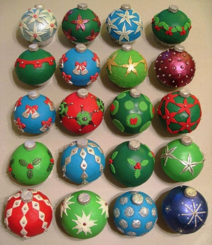 Christmas bauble cupcakes...@Courtney Green, these would be adorable cake balls!