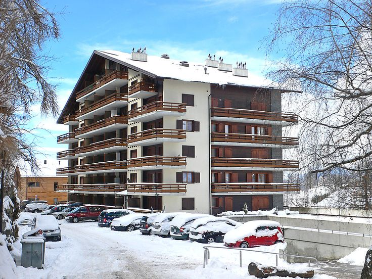 """Quille du Diable 44 - Apartment - NENDAZ - Switzerland - 568 CHF """"Quille du Diable 44"""", 3-room apartment 80 m2 on 3rd floor, north-west facing position. Spacious and bright: large living/dining room with open-hearth fireplace and cable TV. Exit to the balcony, nort"""