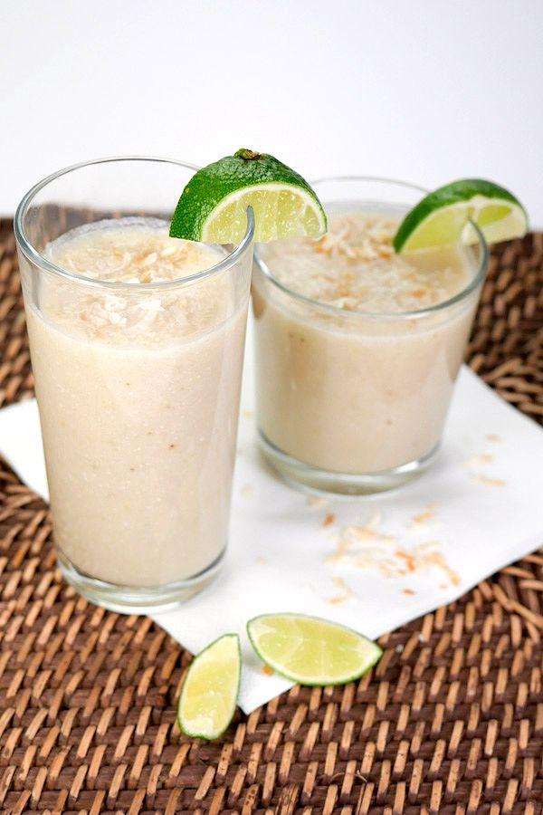 Kokos-Smoothie mit Bananen, Limetten und Kokosflocken - Gaumenfreundin.de Foodblog